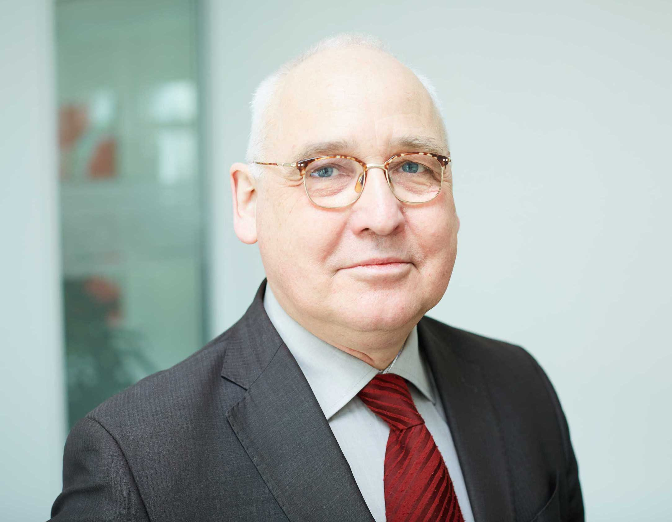 Dr. Michael Tiedtke